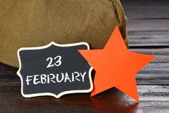 有文本的黑板:2月23日 祖国保卫者日 免版税库存图片