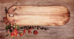 有文本空间的黑板和在木头的秋天装饰 图库摄影