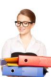 有文件夹的年轻可爱的女实业家 库存照片