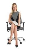 有文件的女实业家坐办公室椅子 免版税图库摄影