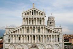 有斜塔的比萨大教堂在比萨 库存照片