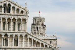 有斜塔的比萨大教堂在比萨 免版税库存照片
