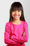 有断牙的特写镜头微笑的小亚裔女孩 免版税库存图片