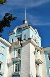 有斯大林主义大厦尖顶的议院在冶金师大道,尖顶样式列宁格勒样式的  免版税库存图片