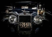 有新墨西哥板材的古色古香的汽车 免版税库存照片