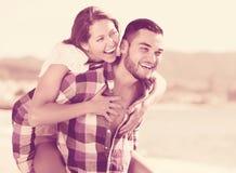 有新婚的夫妇homeymoon 免版税图库摄影