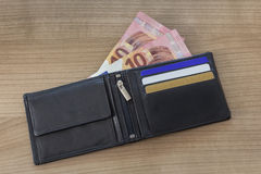 有新的10张欧洲票据的钱包 库存图片