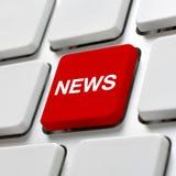 有新闻关键字的计算机键盘 免版税库存照片