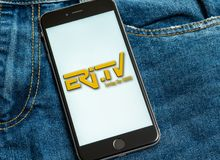 有新闻媒体厄立特里亚电视Eri电视商标的黑电话在屏幕上的 免版税图库摄影