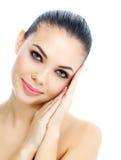 有新鲜的清楚的皮肤的年轻女性 免版税库存照片