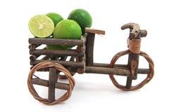 有新鲜的石灰的三轮车在白色背景 免版税库存照片