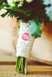 有新macarons的白色箱子 美食的点心 礼物女朋友 免版税图库摄影