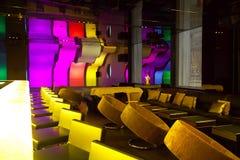 有方便的椅子的豪华棒餐馆 免版税库存图片