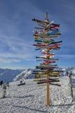 有方向的岗位到滑雪在奥地利阿尔卑斯, Ischgl倾斜 库存图片