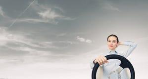 有方向盘的妇女 免版税库存图片