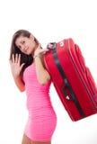 有旅行手提箱说的美丽的少妇goodbuy 库存图片