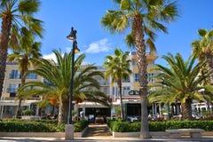 有旅馆的海滨人行道Malvarrosa的散步和餐馆靠岸 免版税库存图片