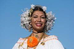 有旗子的亚裔中国妇女在115th每年金黄龙 库存照片