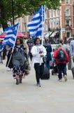 有旗子的南部的喀麦隆抗议者在伦敦 库存图片