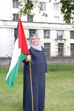 有旗子的妇女 免版税库存照片