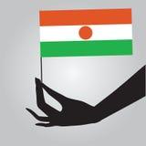 有旗子的尼日尔手 库存例证