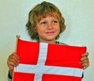 有旗子的男孩 免版税图库摄影