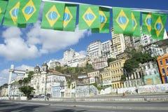 有旗子的萨尔瓦多巴西Lacerda电梯 免版税库存图片