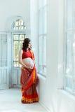 有无刺指甲花纹身花刺的孕妇腹部 库存照片