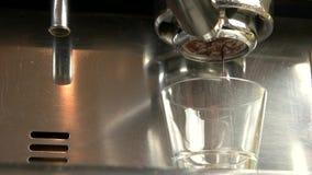 有无底的portafilter的咖啡机器 影视素材