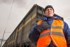 有无盖货车的铁路工作者在背景 图库摄影