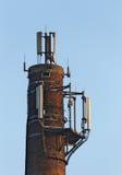 有无线电广播发射机的烟囱 图库摄影