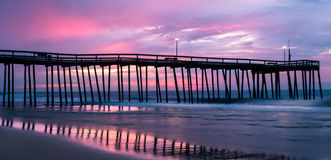 有日出天空的码头 图库摄影