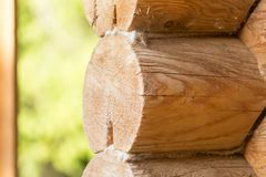 有日志的木墙壁 免版税库存照片
