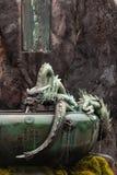 有日本龙的喷泉在日光 免版税库存图片