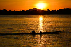 有日落的渔夫 库存照片