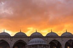 有日落的蓝色清真寺在伊斯坦布尔 2016年5月 免版税库存图片