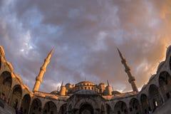 有日落的蓝色清真寺在伊斯坦布尔 2016年5月 库存图片