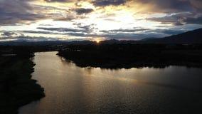 有日落的鸟瞰图渔夫 影视素材