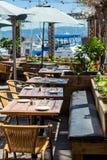 有旧金山湾的餐馆露台在背景中 库存图片