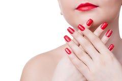 有时尚红色钉子和嘴唇的少妇 库存图片