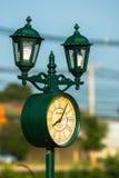 有时钟的室外灯 库存图片