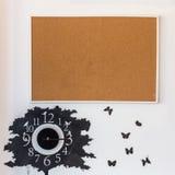 有时钟的空白的木板 免版税库存照片