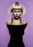 有时髦的发型的夫人 图库摄影