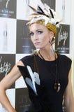 有时髦的发型的Intercharm XXI国际香料厂和化妆用品陈列非常美丽的年轻白肤金发的妇女在黑色 库存照片