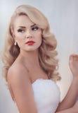 有时髦的构成的美丽的新娘 库存图片