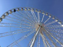 有明亮的蓝天的弗累斯大转轮 库存照片