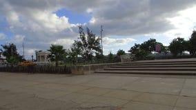 有明亮的颜色和古巴生活方式的哈瓦那街道在好日子-古巴 股票视频