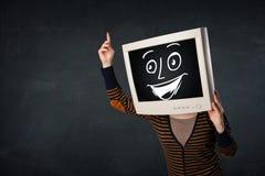 有显示器头和一张快乐的动画片面孔的女孩 免版税图库摄影