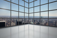 有显示城市的窗口的室 库存照片