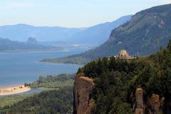 有景色议院的哥伦比亚河峡谷 图库摄影